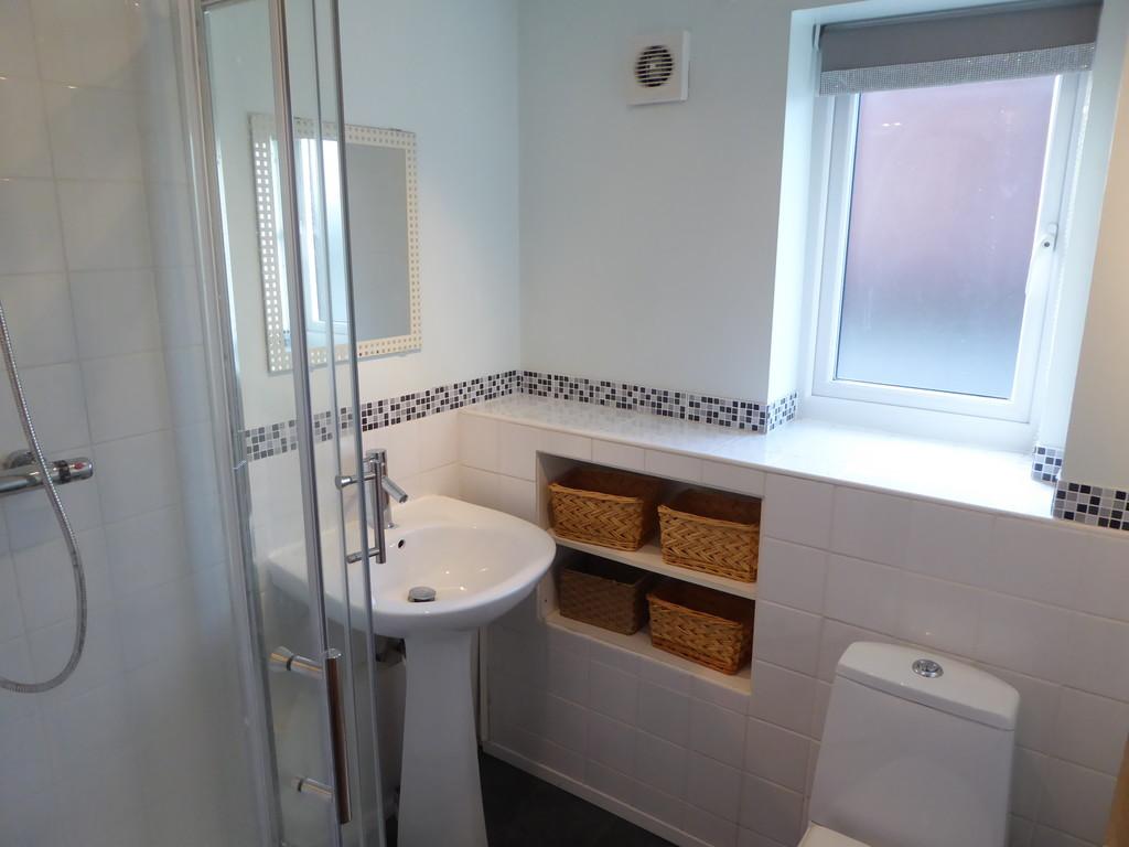 2 Bedroom Ground Floor Flat Flat To Rent - Image 4