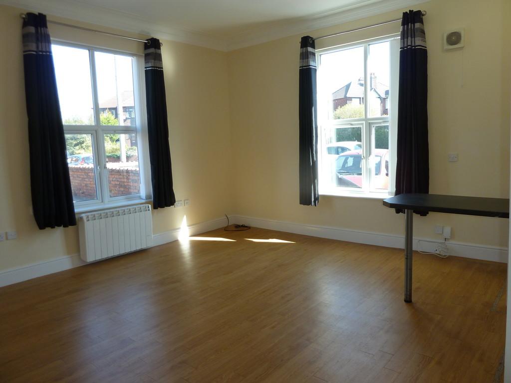 1 Bedroom Studio Flat To Rent - Image 1