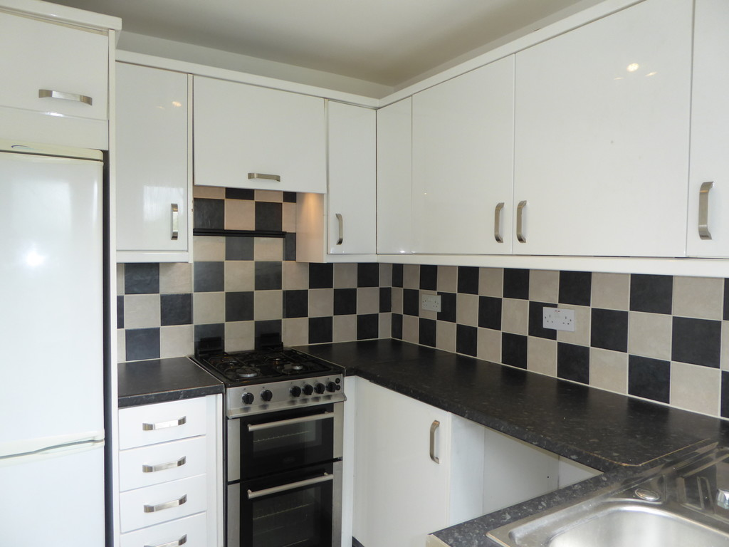 3 Bedroom Detached House To Rent - Image 3