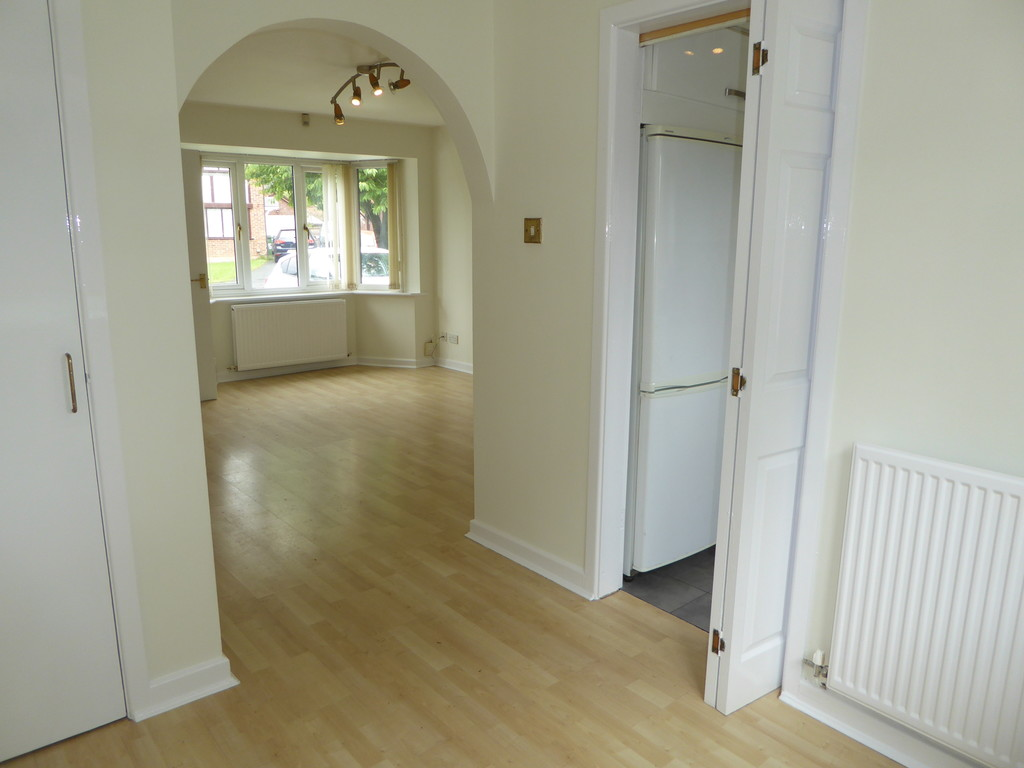 3 Bedroom Detached House To Rent - Image 5