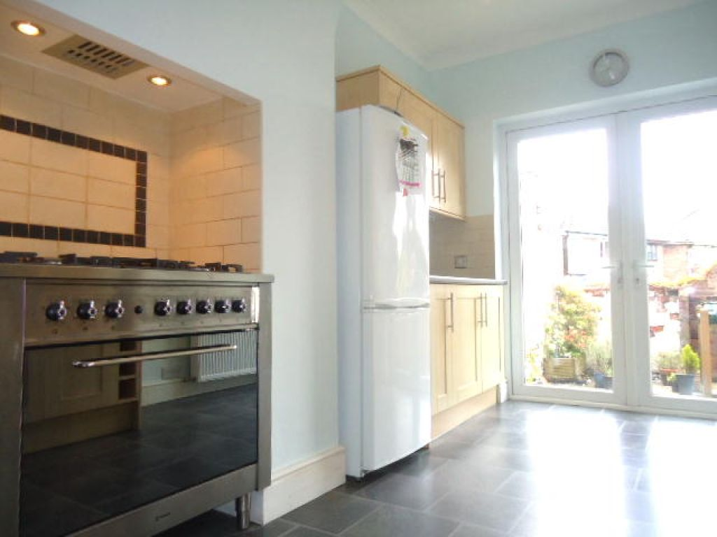 3 Bedroom Mid Terraced House To Rent - Image 5