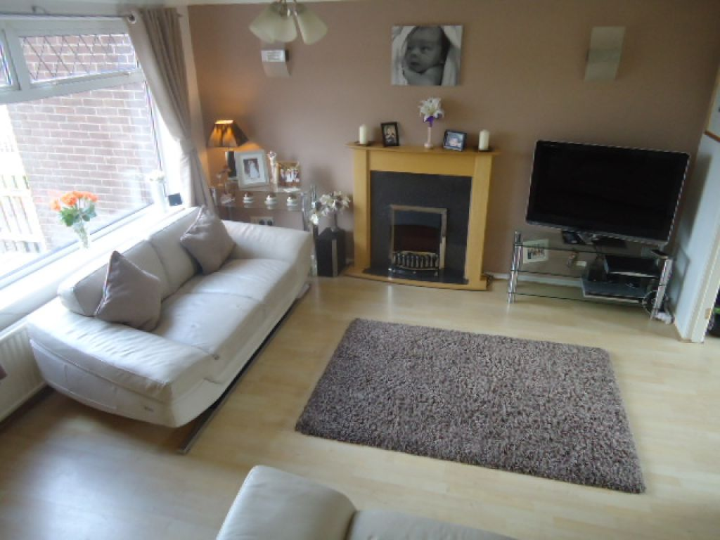 3 Bedroom Mews House To Rent - Image 2