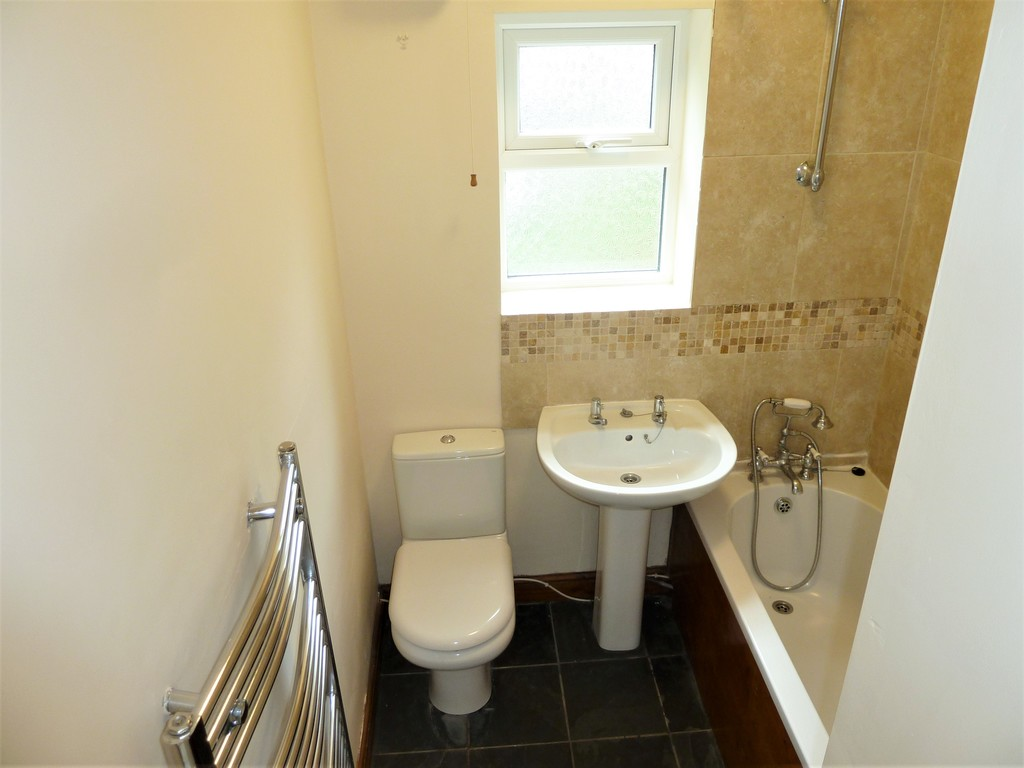 2 Bedroom Cottage House To Rent - Image 5