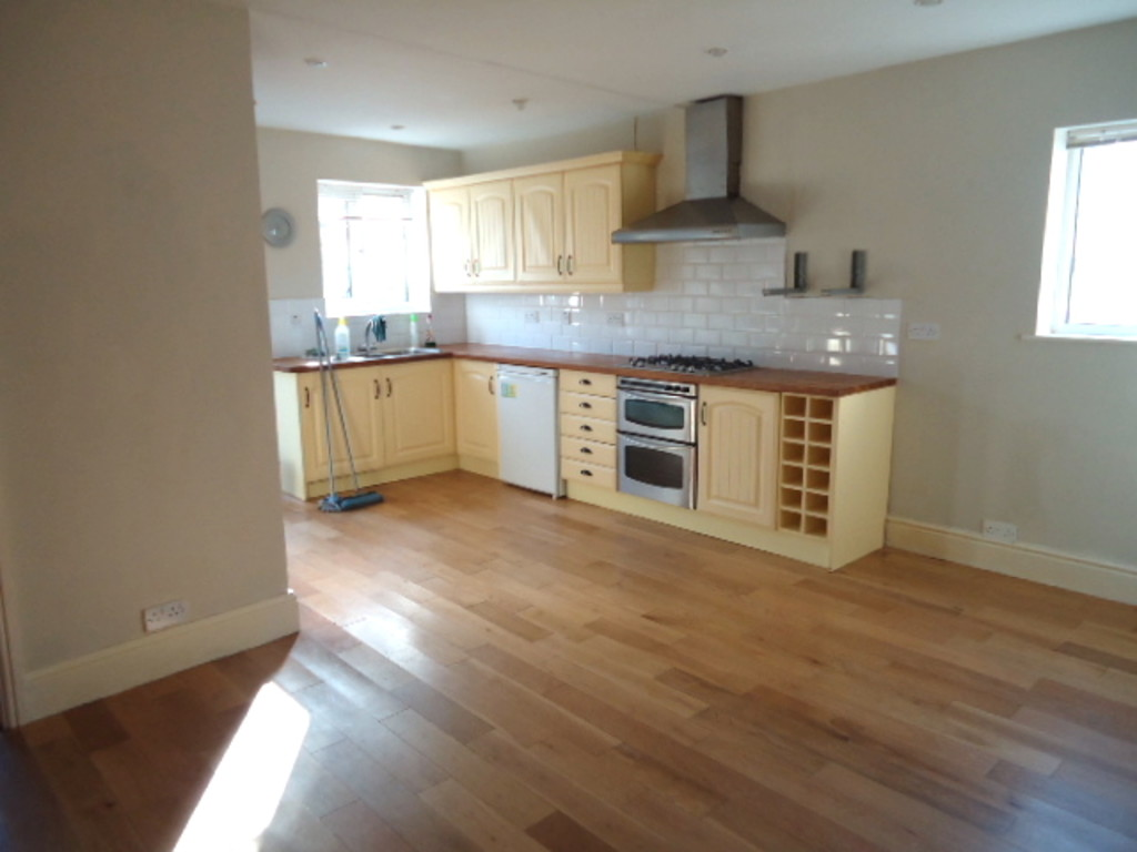 3 Bedroom Cottage House To Rent - Image 4