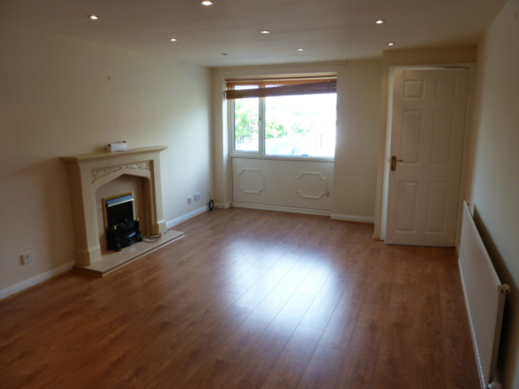 2 Bedroom Semi-detached House To Rent - Image 2