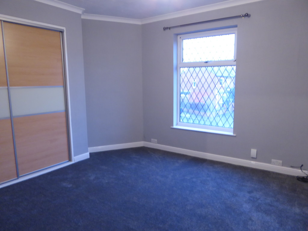 3 Bedroom End Terraced House To Rent - Image 5