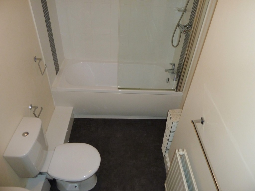 2 Bedroom Detached House To Rent - Image 3