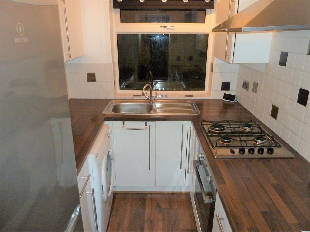 2 Bedroom Detached House To Rent - Image 1
