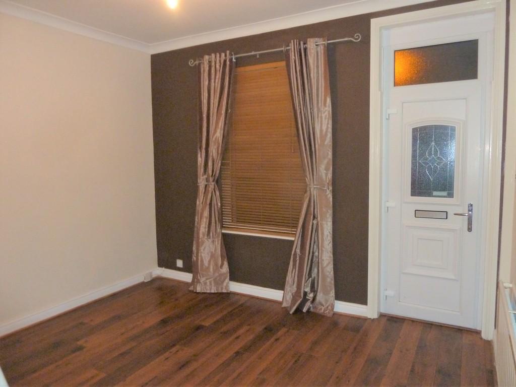 2 Bedroom Detached House To Rent - Image 4