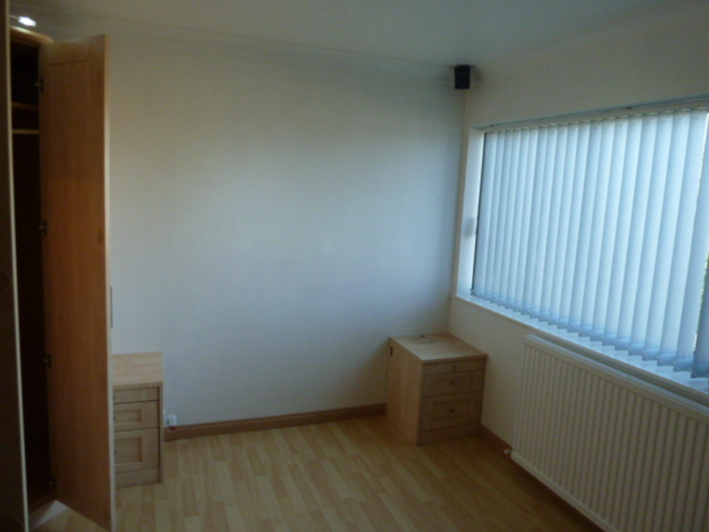 2 Bedroom Semi-detached House To Rent - Image 4