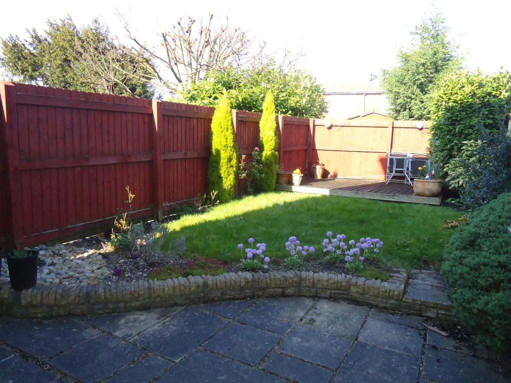 3 Bedroom Town House To Rent - Image 10
