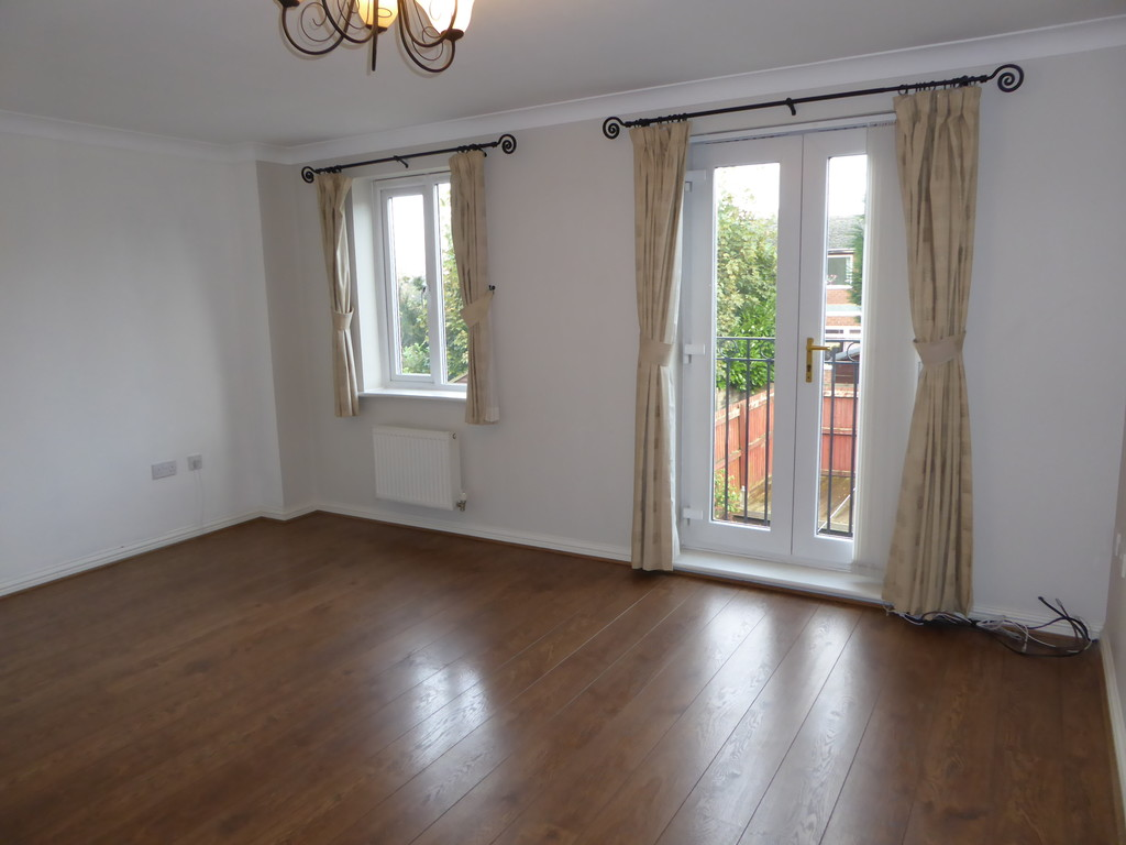 3 Bedroom Town House To Rent - Image 2