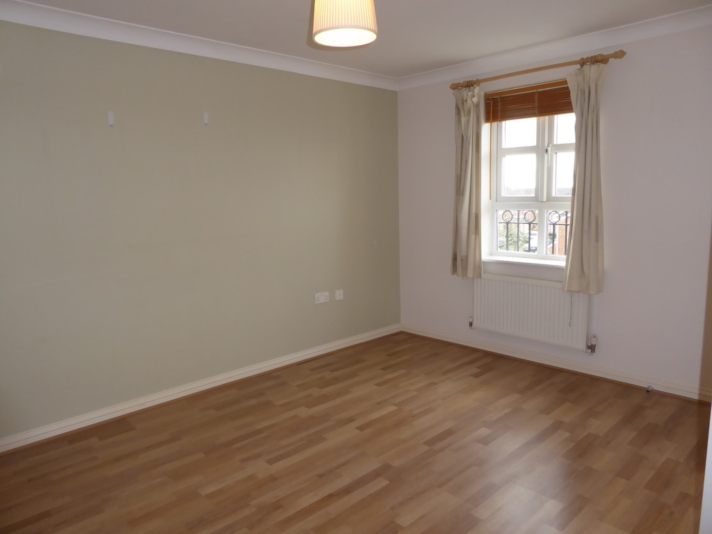 3 Bedroom Town House To Rent - Image 7