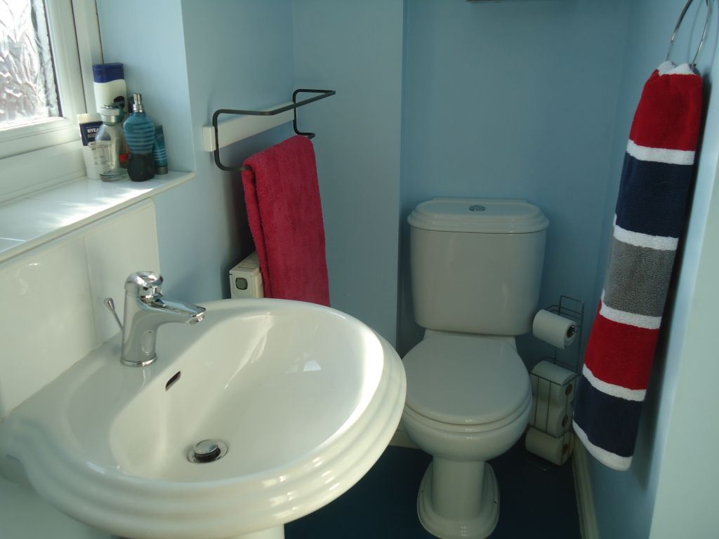 3 Bedroom Town House To Rent - Image 8