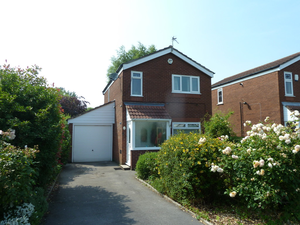 3 Bedroom Detached House To Rent - Image 2