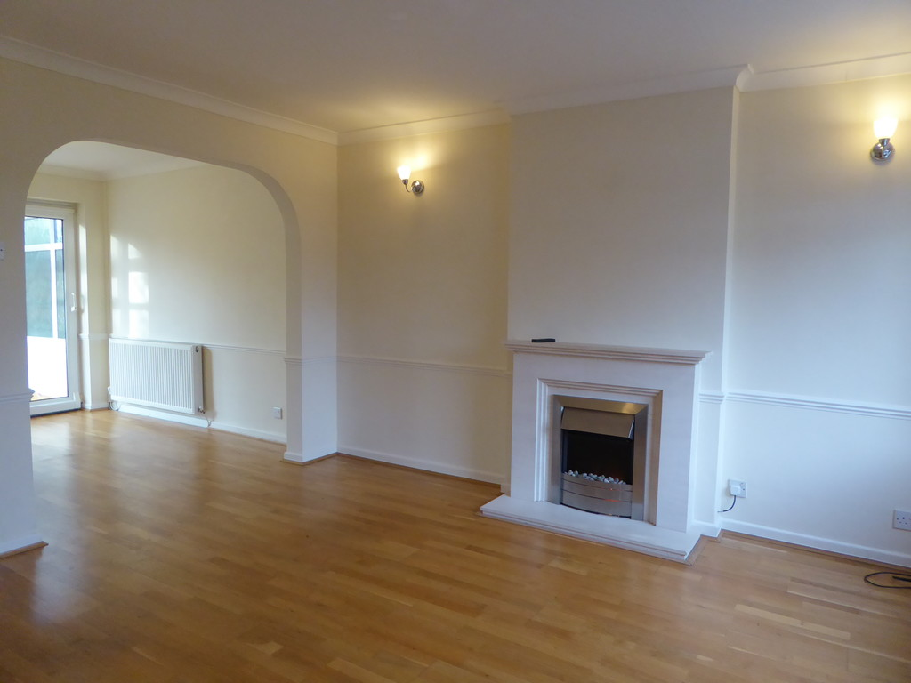 3 Bedroom Detached House To Rent - Image 1