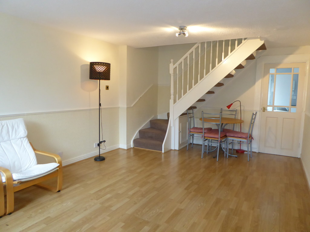 2 Bedroom Mews House To Rent - Image 3