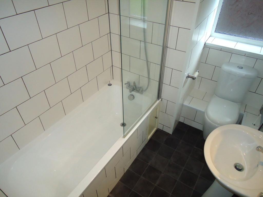 2 Bedroom Ground Floor Flat Flat To Rent - Image 5