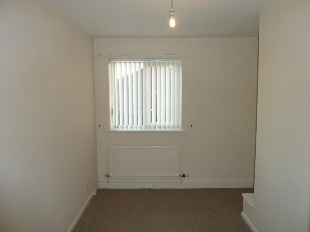 2 Bedroom Flat To Rent - Image 3