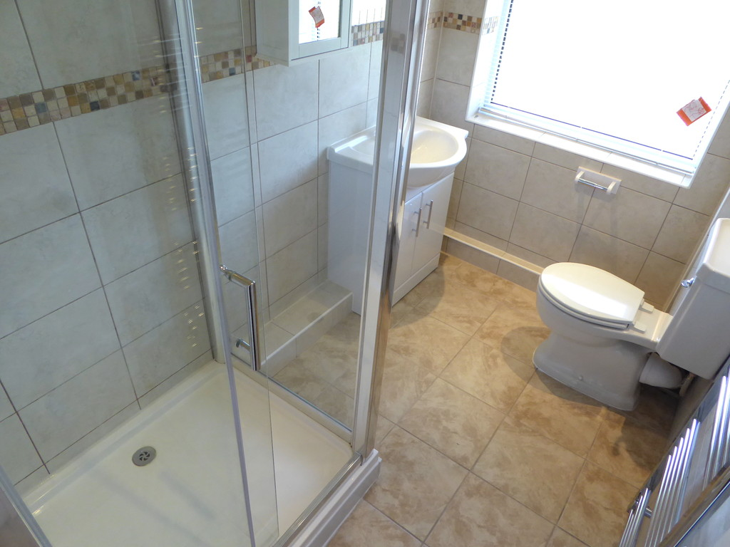 2 Bedroom Flat To Rent - Image 6