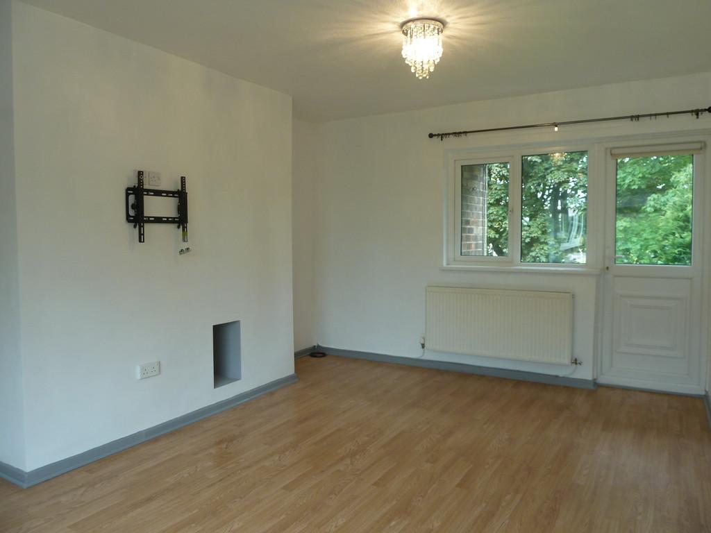 2 Bedroom Flat To Rent - Image 1