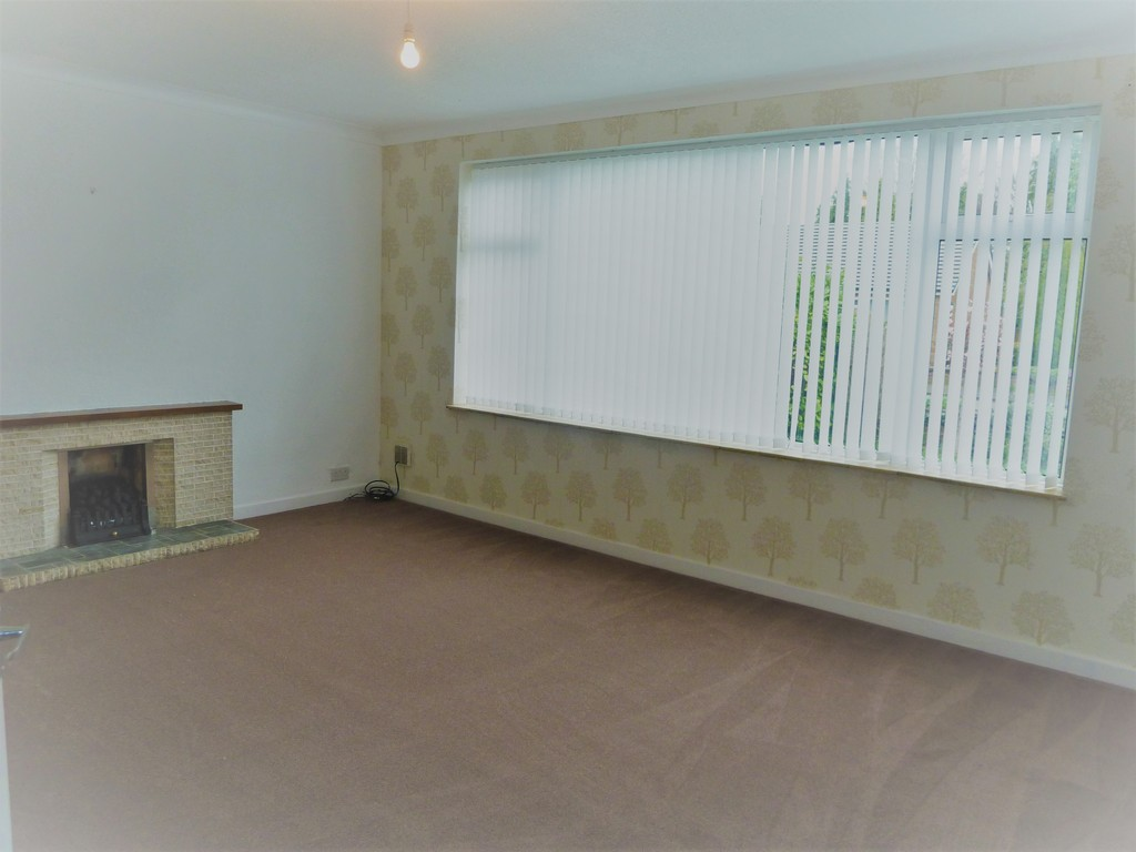 3 Bedroom Detached Bungalow Bungalow To Rent - Image 2
