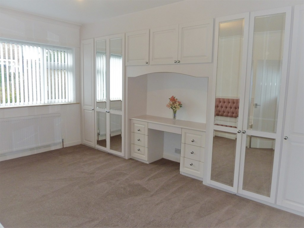 3 Bedroom Detached Bungalow Bungalow To Rent - Image 4