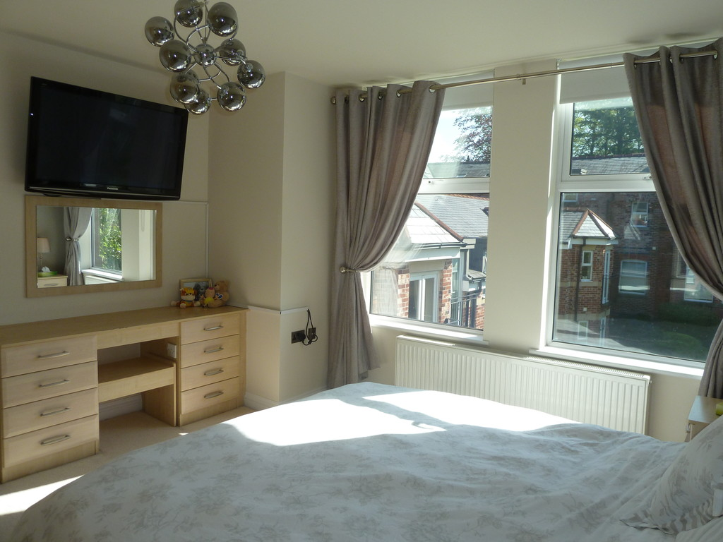 2 Bedroom Apartment Flat To Rent - Image 10
