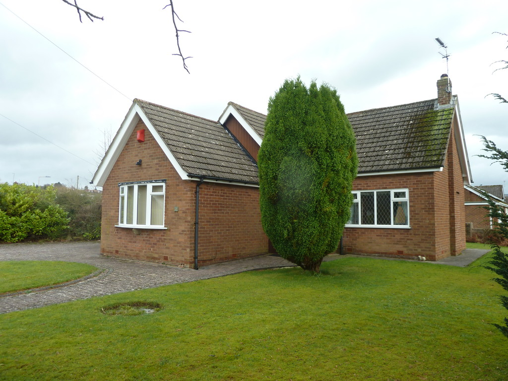 3 Bedroom Detached Bungalow Bungalow To Rent - Image 2