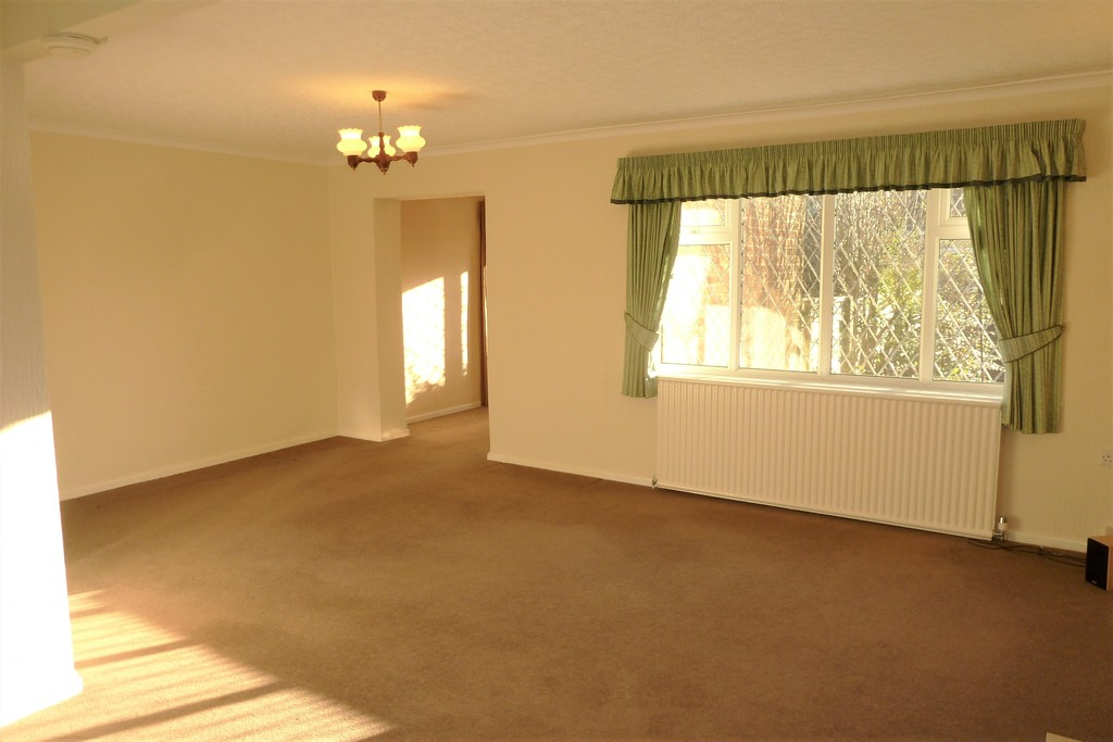 3 Bedroom Detached Bungalow Bungalow To Rent - Image 4
