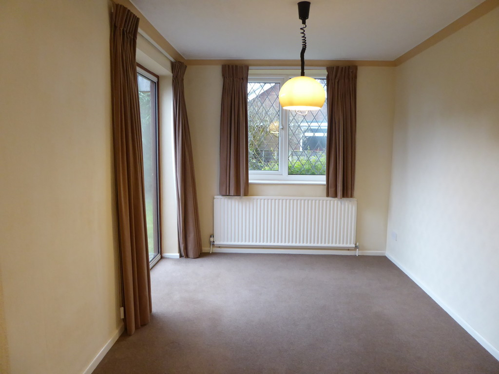 3 Bedroom Detached Bungalow Bungalow To Rent - Image 6