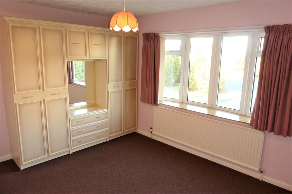 3 Bedroom Detached Bungalow Bungalow To Rent - Image 8