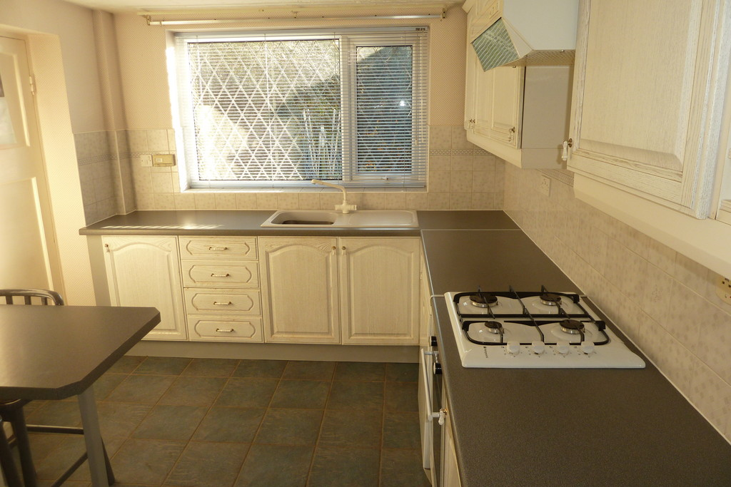 3 Bedroom Detached Bungalow Bungalow To Rent - Image 3