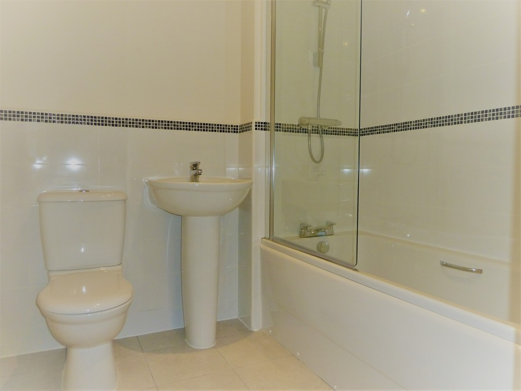 4 Bedroom Mews House To Rent - Image 7