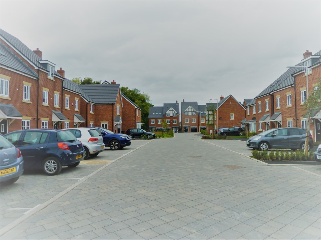 4 Bedroom Mews House To Rent - Image 12
