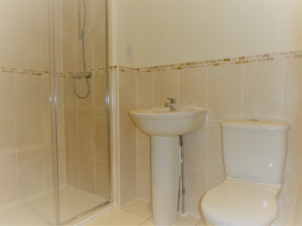 4 Bedroom Mews House To Rent - Image 11