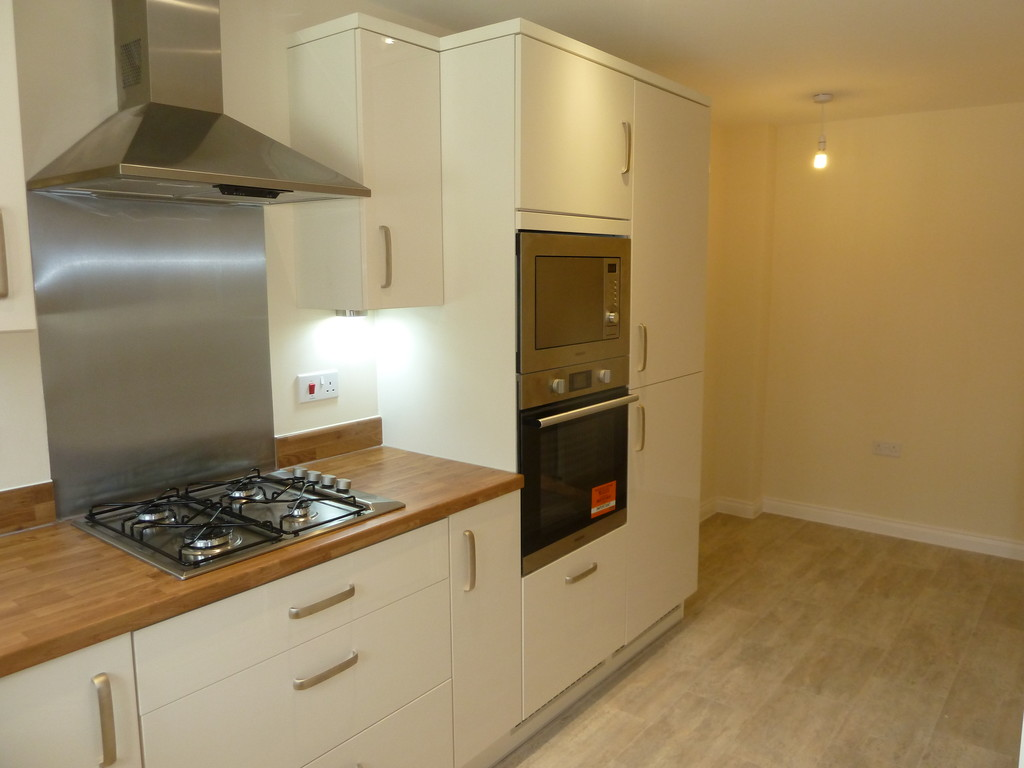 4 Bedroom Mews House To Rent - Image 2