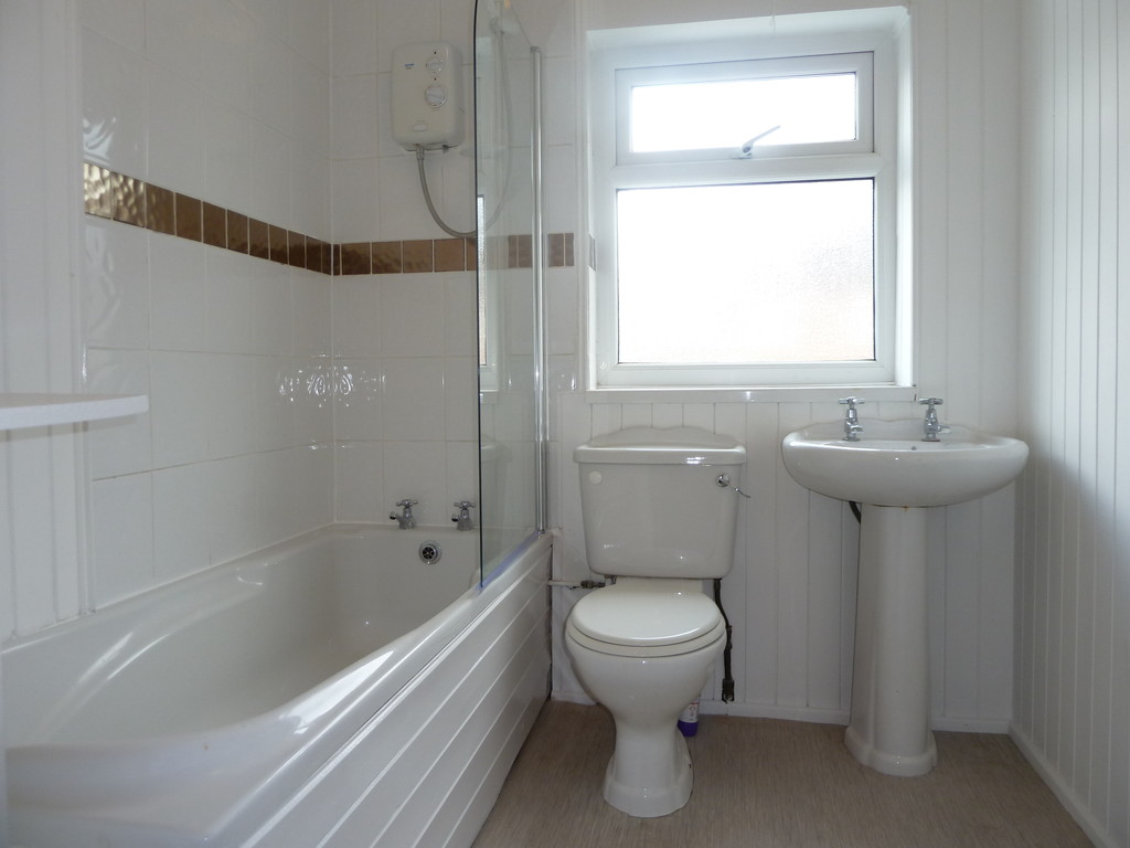 3 Bedroom Mid Terraced House To Rent - Image 7
