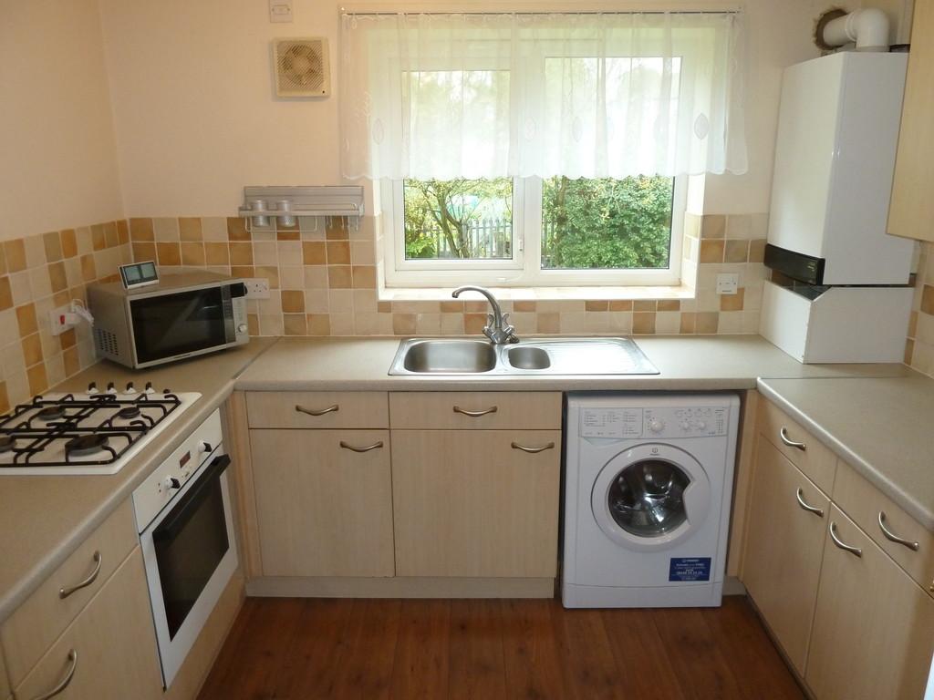 2 Bedroom Ground Floor Flat Flat To Rent - Image 3