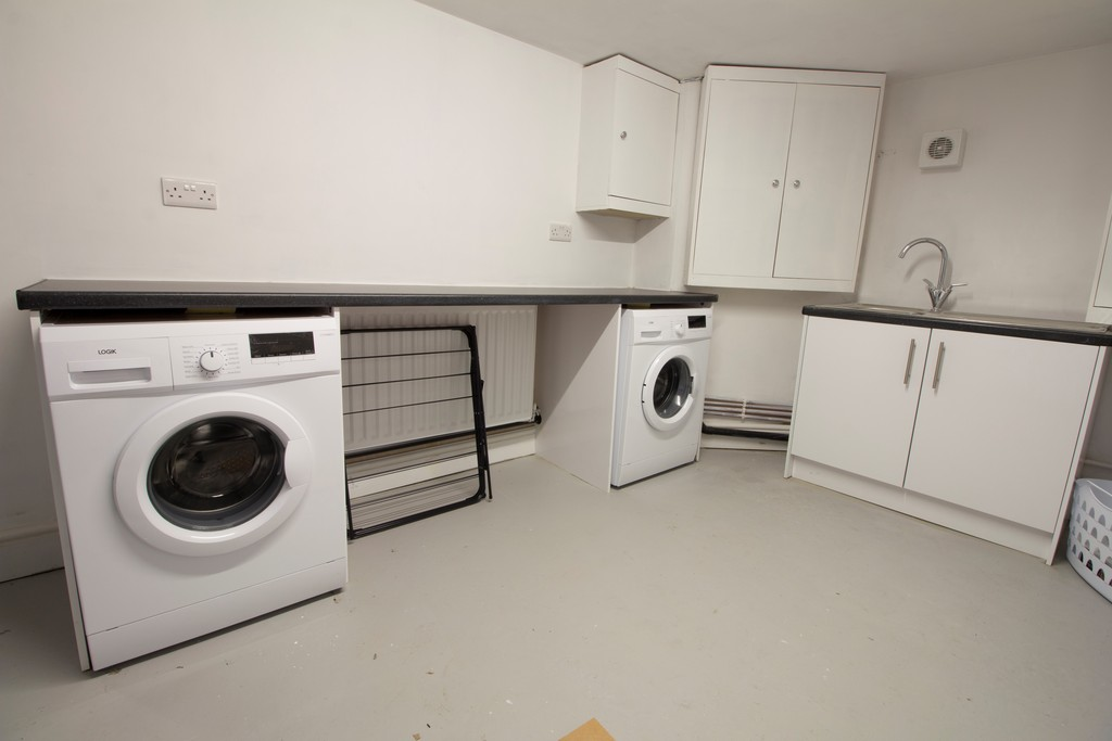 1 Bedroom Shared House To Rent - Image 6