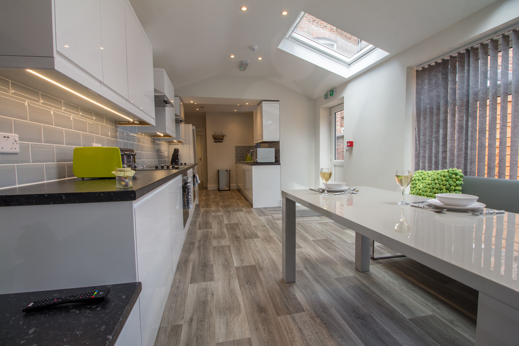 1 Bedroom Shared House To Rent - Image 1