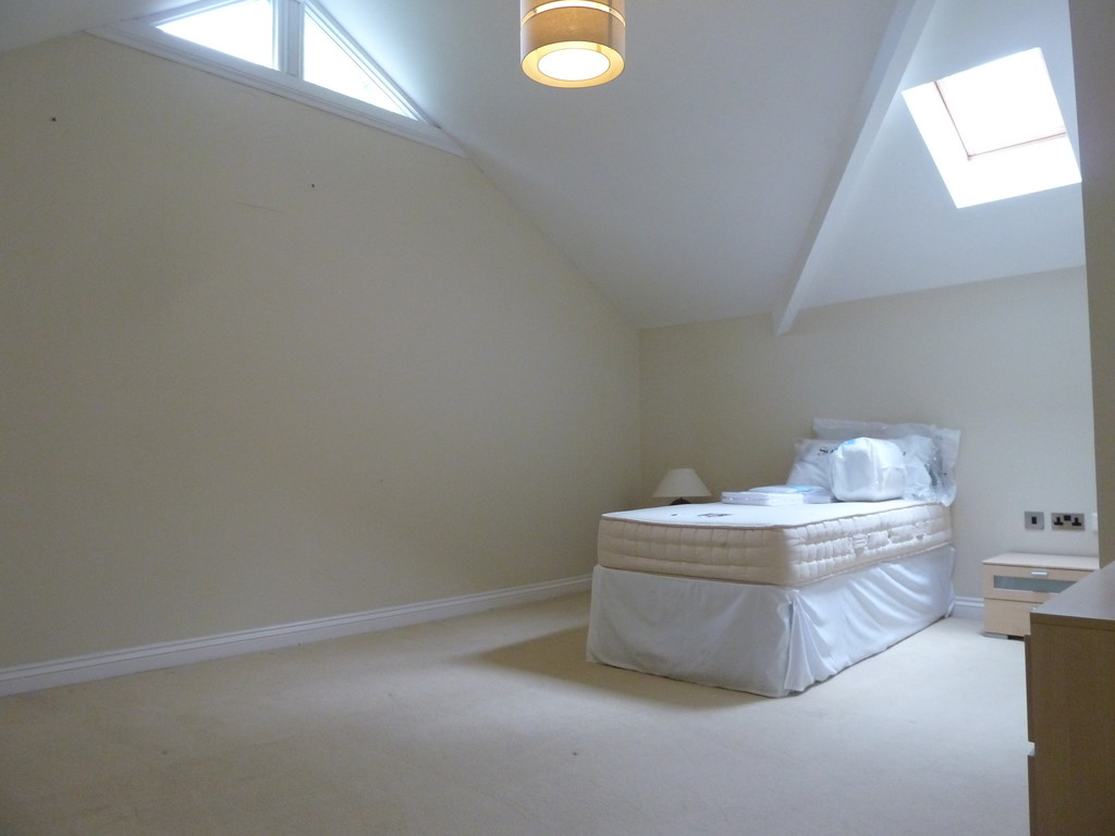 2 Bedroom Penthouse Flat To Rent - Image 7