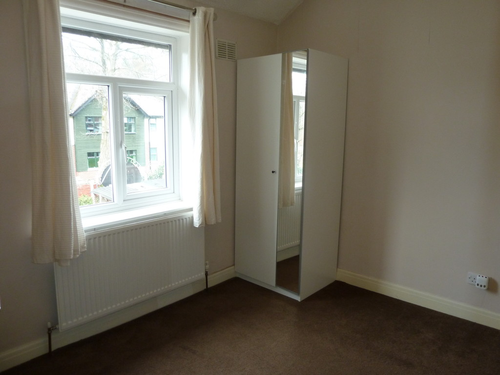 3 Bedroom Mid Terraced House To Rent - Image 6