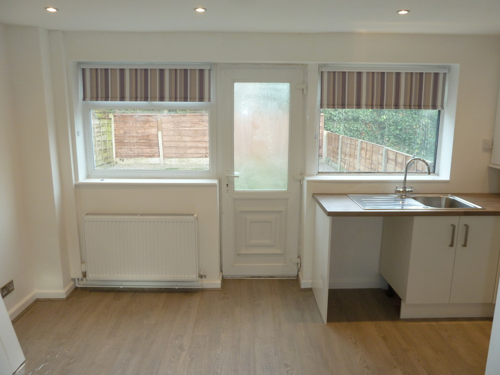3 Bedroom Semi-detached House To Rent - Image 6