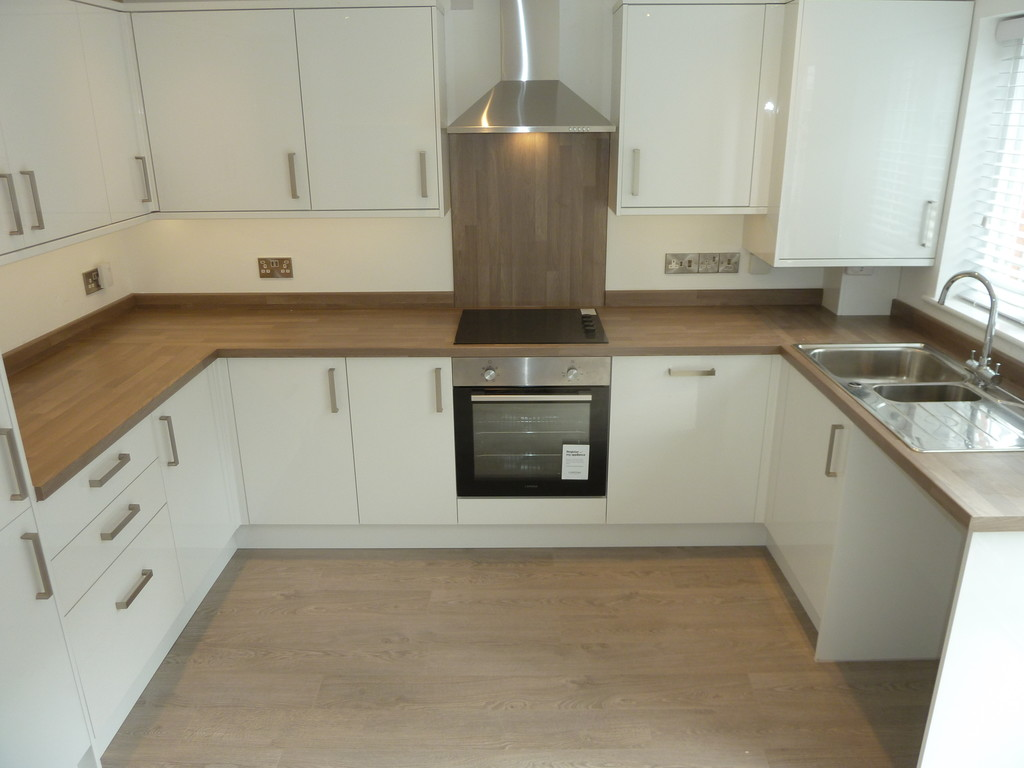 2 Bedroom End Terraced House To Rent - Image 3
