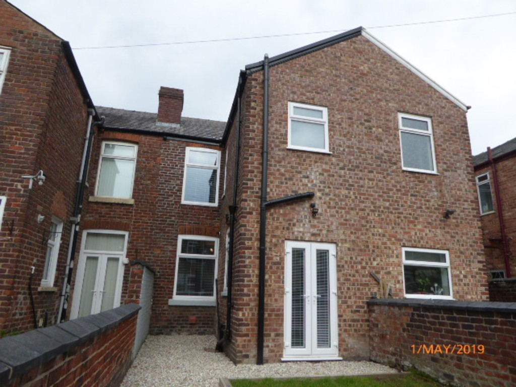 3 Bedroom Mid Terraced House To Rent - Image 14