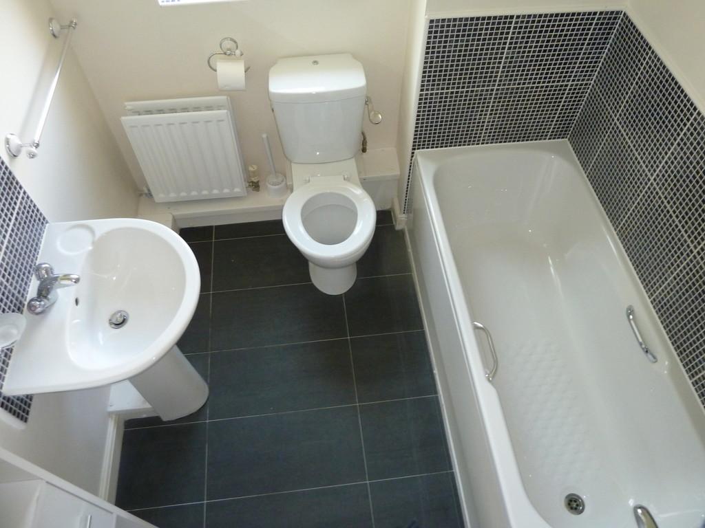 2 Bedroom Ground Floor Flat Flat To Rent - Image 7