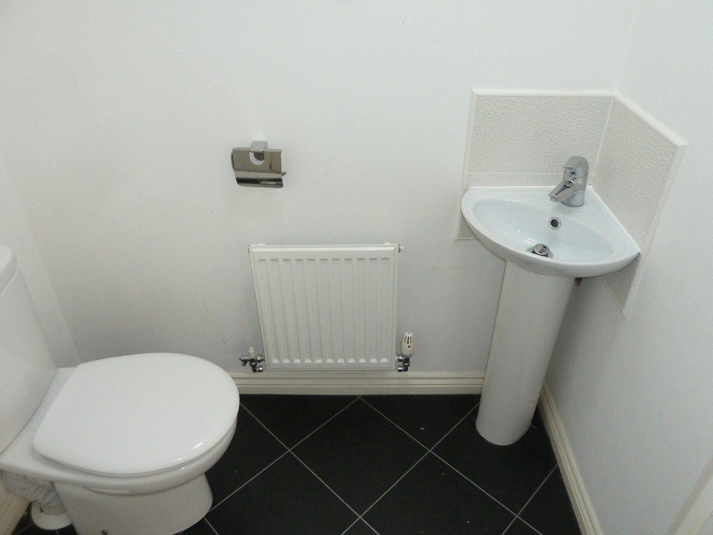 3 Bedroom Town House To Rent - Image 5