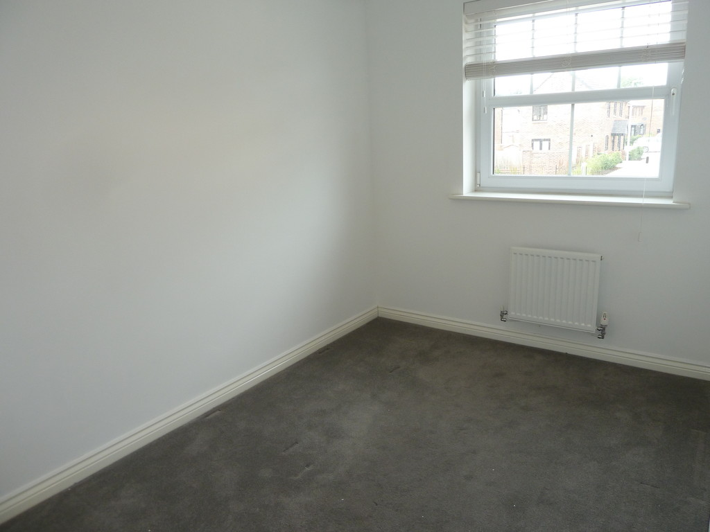 3 Bedroom Town House To Rent - Image 12