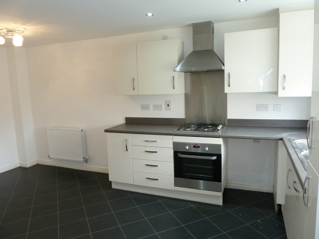 3 Bedroom Town House To Rent - Image 3